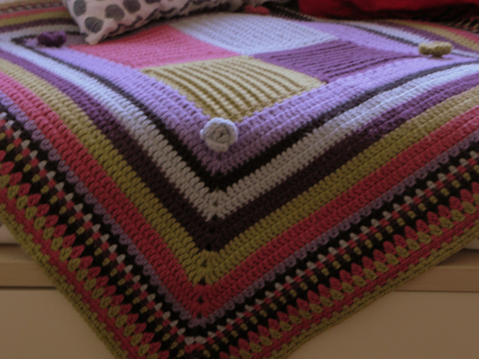 Ganchillos de izaskun manta june for Mantas de lana hechas a mano