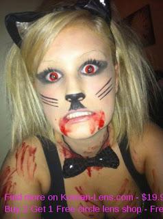 Lentes de contato vermelha em uma garota fantasiada