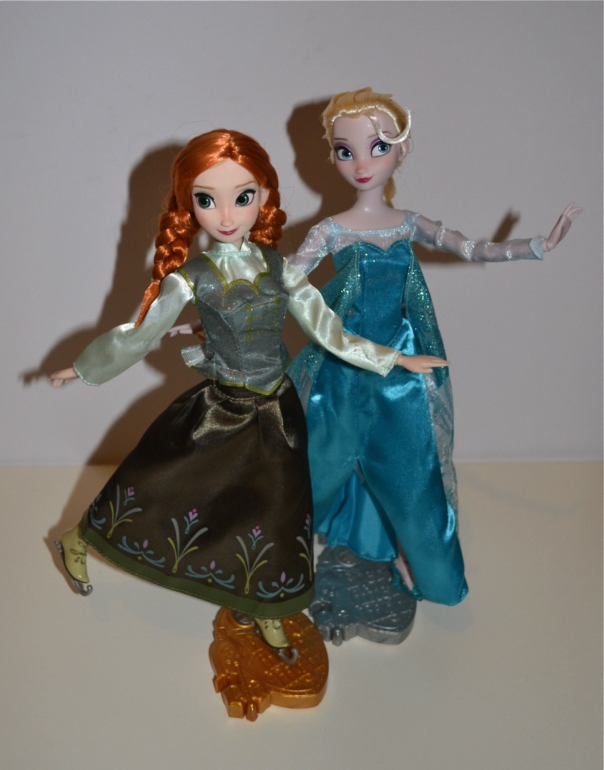 Ice Skating Anna and Elsa