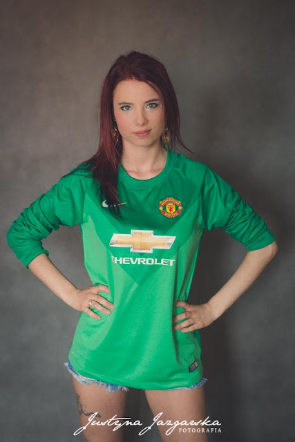 Anna Binkowska with Manchester United Shirt