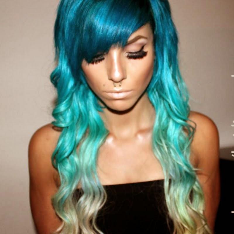 Otra combinación espectacular es el azul turquesa y el verde. O degradar un tono violeta o fucsia hasta un azul. El color degradado en dos o tres capas es
