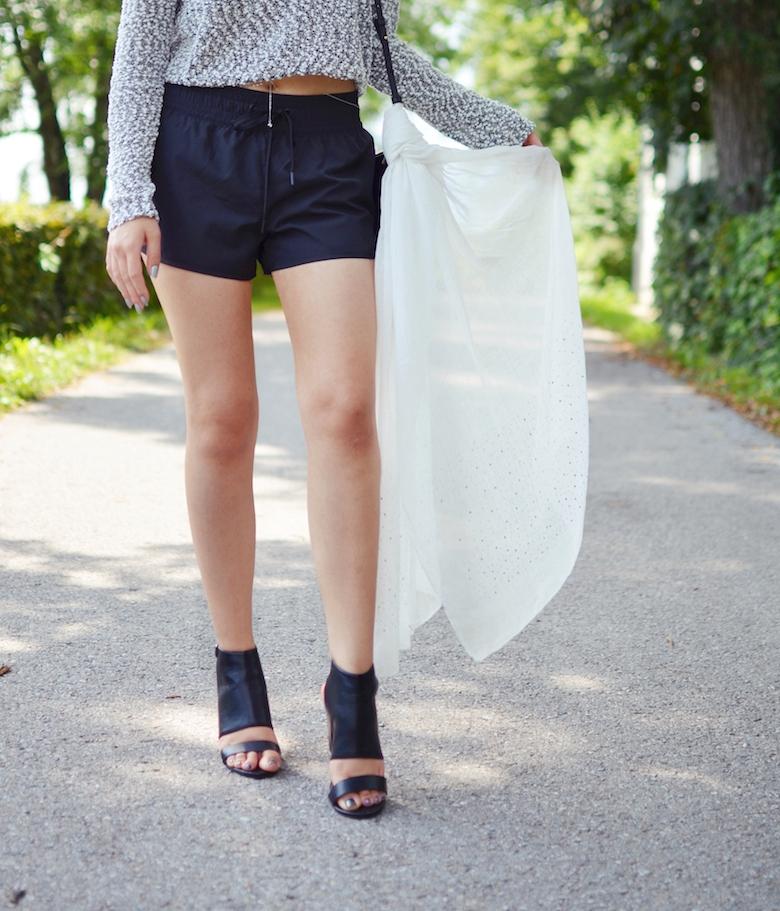 Outfit_Bodychain_kombinieren_Crop_Top_ViktoriaSarina