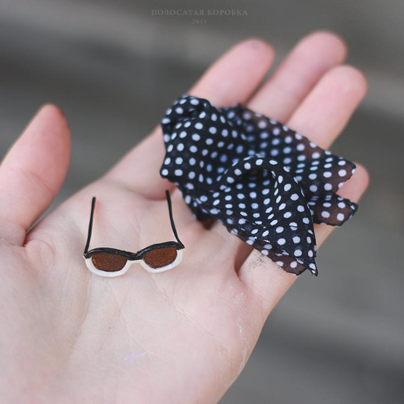 Очки и платок для куклы