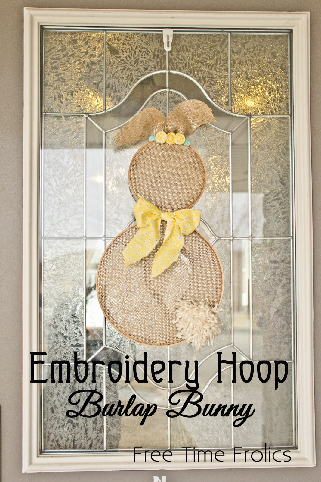 Embroidery Hoop Burlap Bunny Door decor via www.freetimefrolics.com #bunny #decor #easter