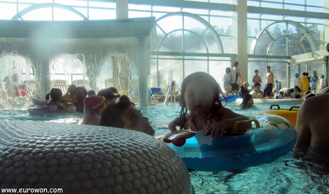 Con Sonia en la piscina del Termeden