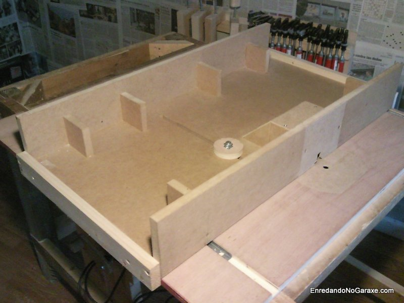 Double sliding fence for router table and table saw - Rummage in the ...