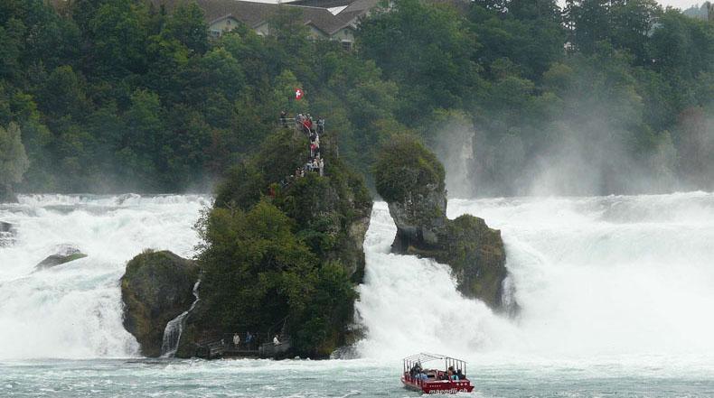 Las Cataratas del Rin, la cascada llana más grande de Europa