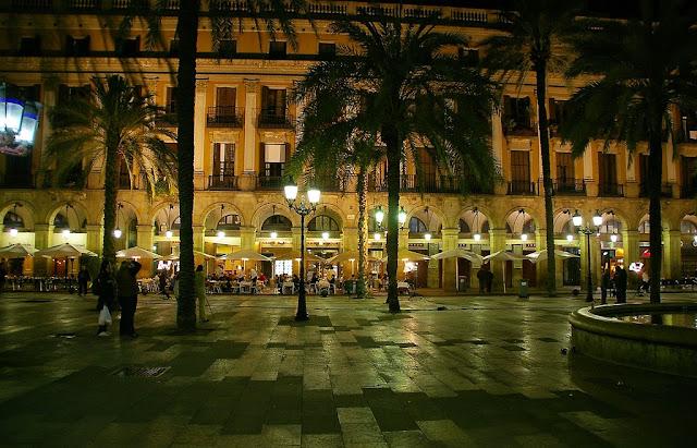 O que fazer a noite em Barcelona - plaza reial