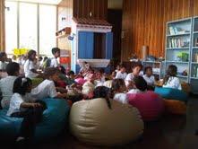 Cuentos de la Vaca Azul se presenta por primera vez en la Biblioteca del Centro Simón Díaz