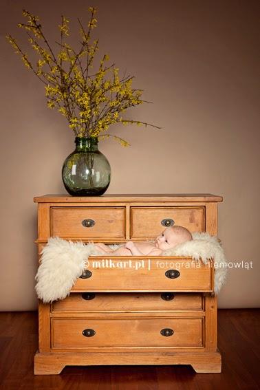 fotografia niemowlęca, artystyczne zdjęcia niemowląt, fotografia dziecięca, sesja zdjęciowa na prezent, sesja fotograficzna rodzinna