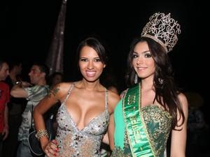 A vencedora do Miss T ao lado da ex-BBB Ariadna (Foto: Rodrigo Gorosito)