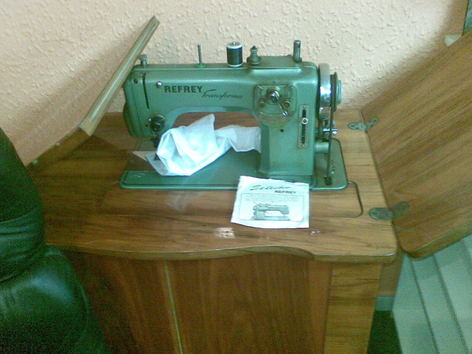 Mueble Maquina De Coser Refrey Affordable Mquina De Coser Con  # Muebles Maquina De Coser Segunda Mano