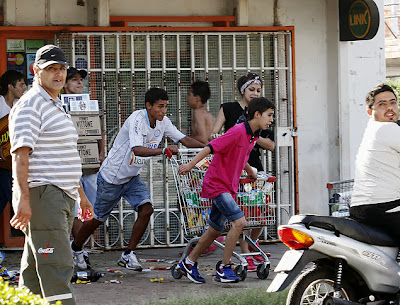 Vídeo : Greve da Polícia provoca onda de saques e violência na Argentina