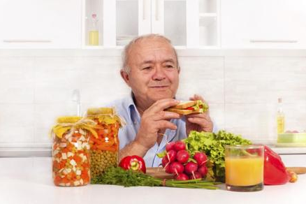 वृद्धावस्था में स्वस्थ रहने के लिए क्या करें