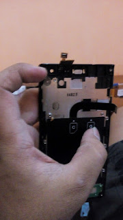 Cara Memasang Layar LCD dan TouchScreen Andromax I3S Sendiri Dengan Mudah