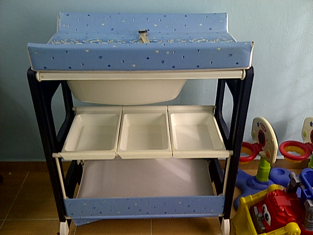 LUCKY BABY CHANGING TABLE With Bath Tub