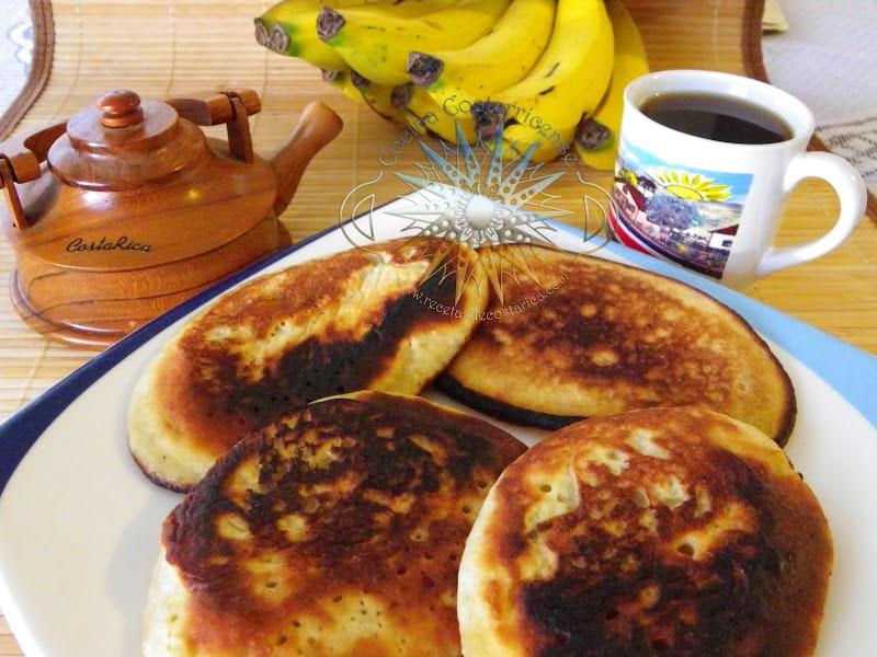 Cocina costarricense arepas con banano