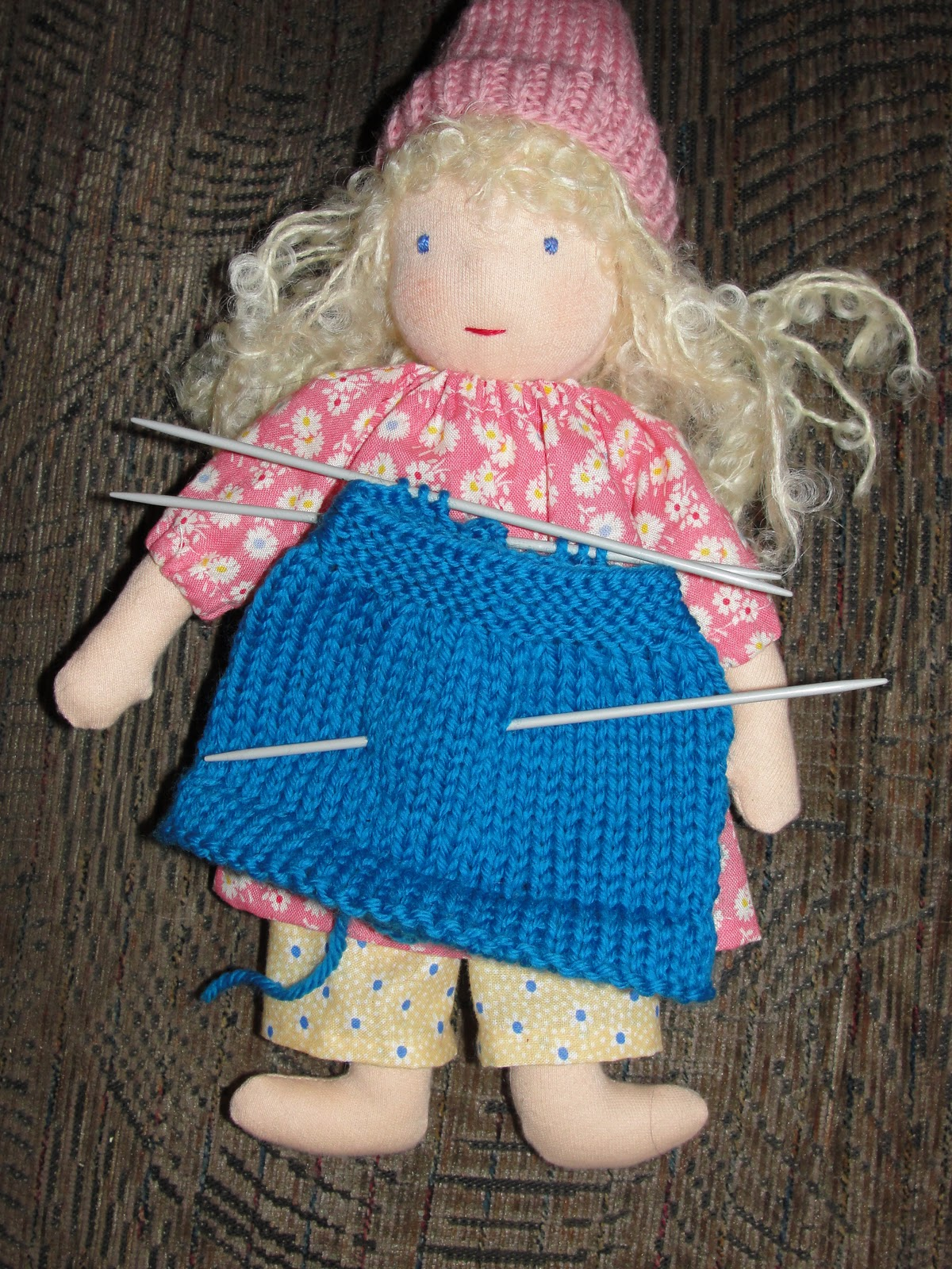 Knitting Patterns For Waldorf Dolls : A Doll Shop of My Own: Dollys new knitted skirt