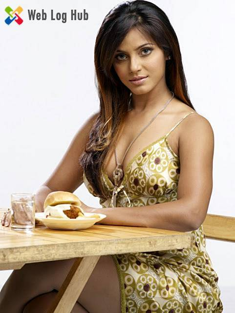Cute Actress Neetu Chandra Hot Thighs Showing in a Dining Table - Web Log Hub
