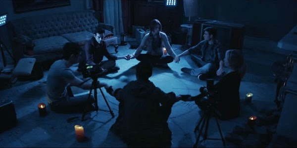 Scott Mechlowicz, Alex Goode, Aaron Yoo, Cody Horn, Dustin Milligan e Megan Park em A CASA DOS MORTOS (Demonic)