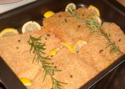 il salmone al forno pronto per essere cucinato