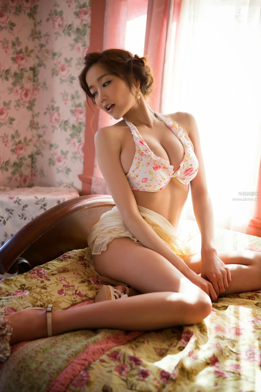Sexy ladies showing boobs chinese
