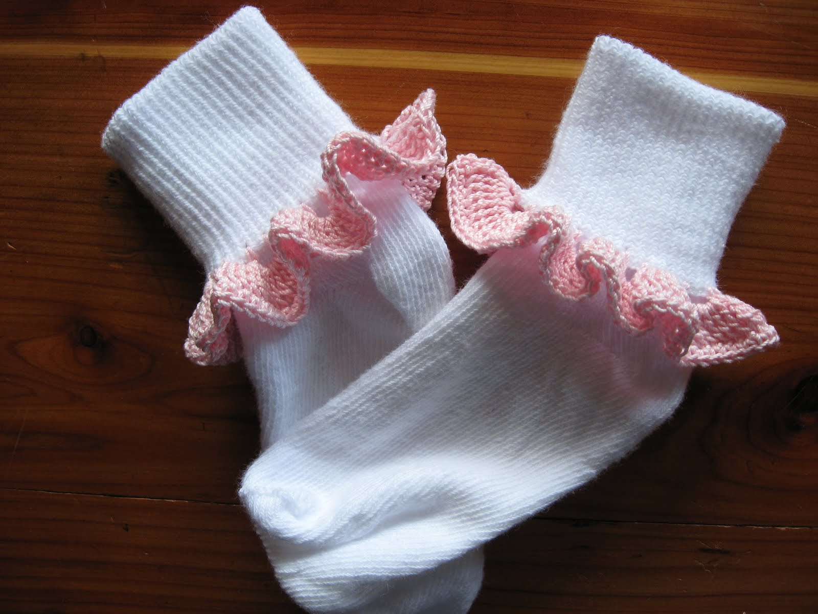 Tammys Times: ~Crochet Pattern: Girls Ruffle Socks~