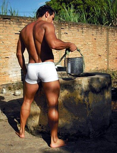 sungas e cuecas vizinho buscando agua do po o