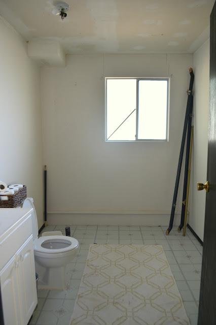 Lizzy write house tour downstairs bathroom for Megan u bathroom tour
