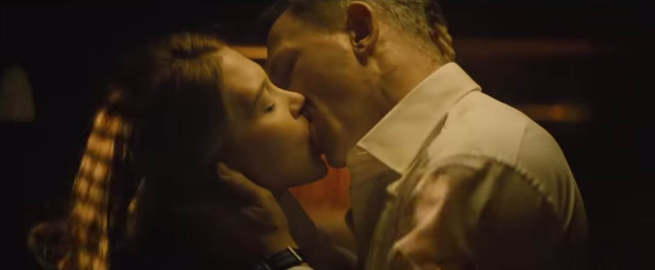 Spectre 2015 action film Daniel Craig and Lea Seydoux kiss