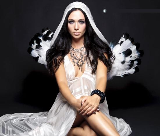 http://4.bp.blogspot.com/-hGAbh29oOaE/T379G3vpMYI/AAAAAAAAEm8/bb9Wt7GtxP0/s1600/Zara+Taylor.jpg