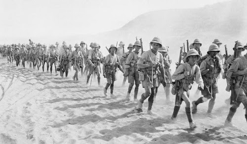 Men of the 1/5th Battalion of the Buffs (East Kent Regiment) passing over the Jebel Hamrin ( Palestine), December 1917.