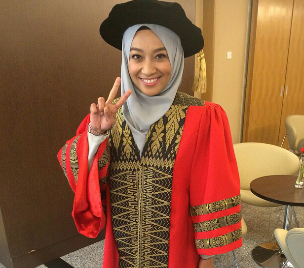 Fara Fauzana DIANUGERAHKAN MASTER oleh Kolej Universiti Tanpa Buat Kajian atau Pergi Ke Kelas