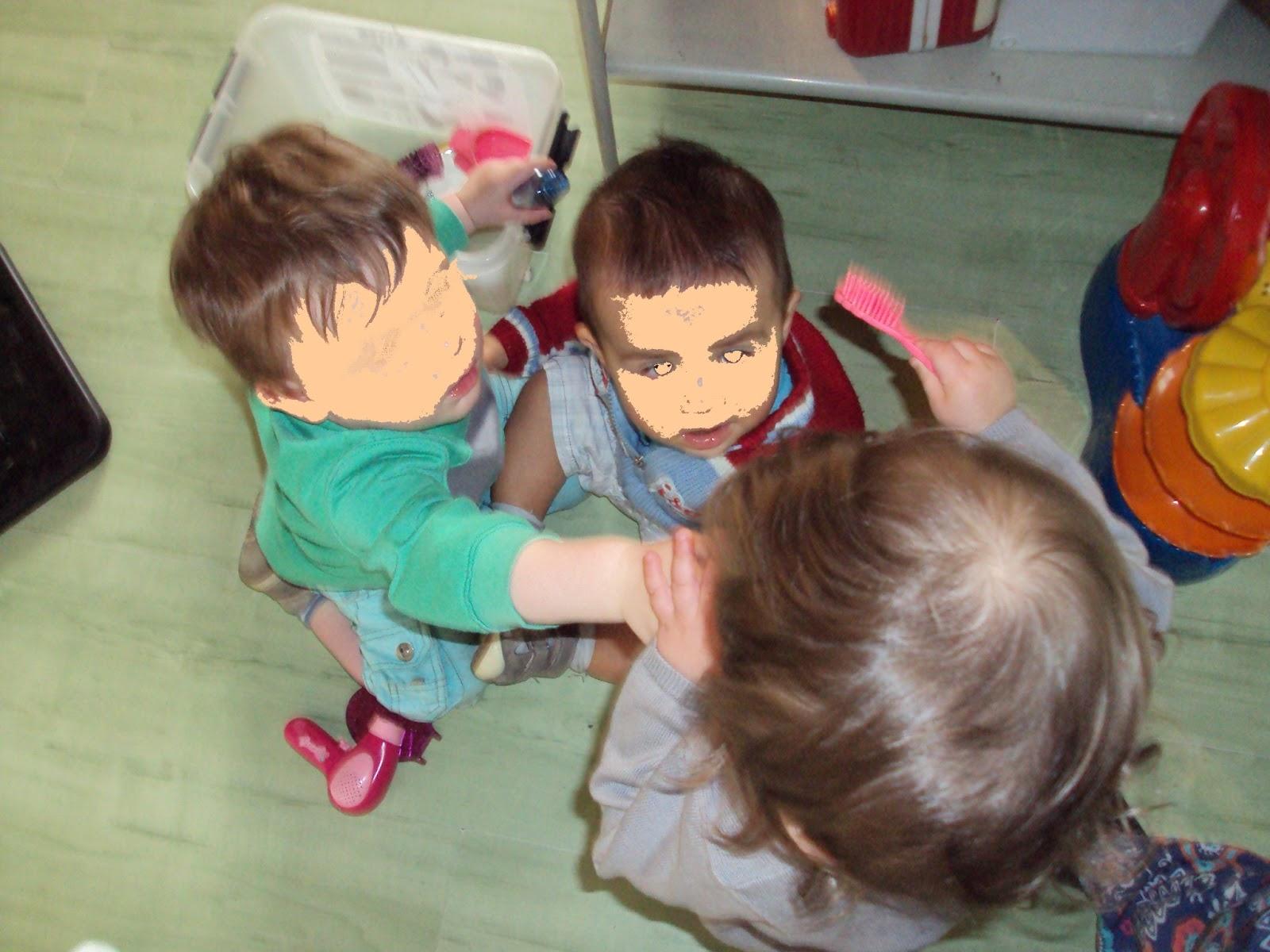 nounou pascale  jouer au salon de coiffure chez nounou