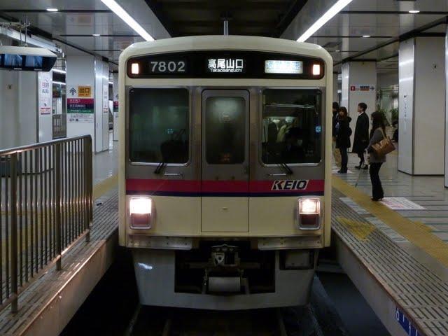 京王電鉄 通勤快速高尾山口行き 7000系幕式(平日2本運行)