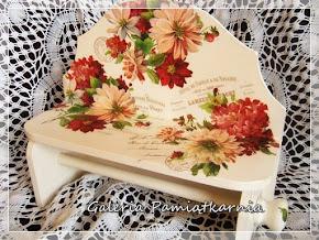 Wieszak na ręczniki papierowe z półką Kwiaty Jesień decoupage
