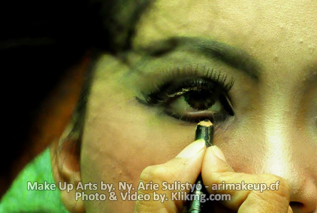 blog.klikmg.com photographer Indonesia :: Photoshoot Title : Make Up Arts Casual Middle 2014 oleh ARI Rias Pengantin & Rias Wisuda  (arimakeup.cf) - Talent : Ayi (Model Banyumas).
