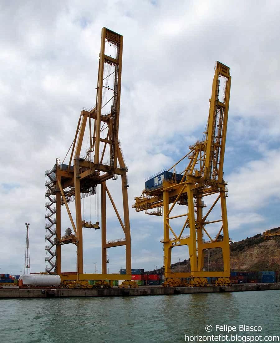 Grúas del puerto de Barcelona
