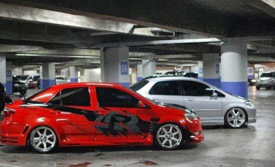 Modifikasi Toyota Vios Merah