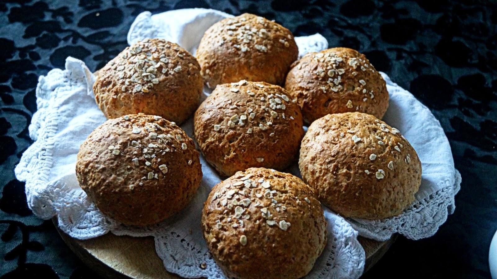 http://cupcakeluvs.blogspot.dk/2014/12/havregryns-boller-oatmeal-buns.html