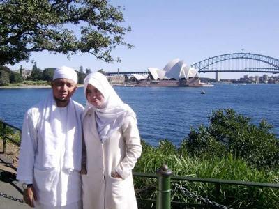 Arifin Ilham bersama Isteri