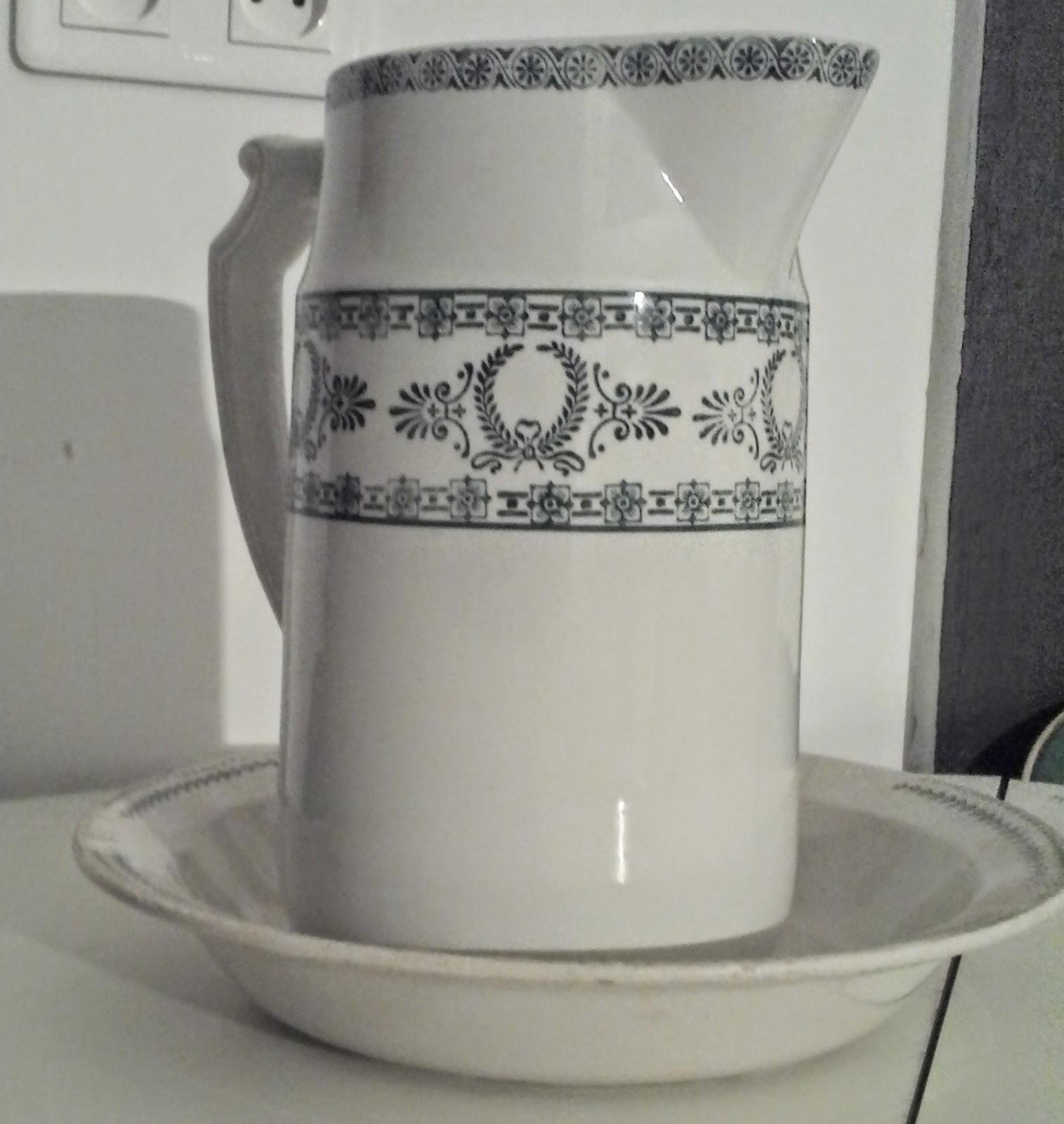 ancien service toilette vert pichet bassin porcelaine opaque gien terre de fer ebay. Black Bedroom Furniture Sets. Home Design Ideas