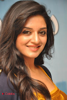 Vimala Raman Picture Gallery in Skinny Jeans at Chukkalanti Ammayi Chakkanaina Abbayi Press Meet ~ Celebs Next