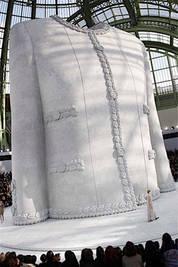 Chanel luxe expo veste noire bijoux fait mains