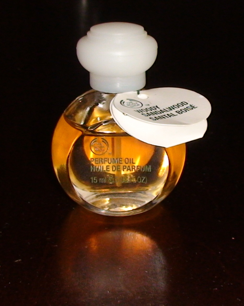 my perfume diaries: seven days of sandalwood-the body shop: woody