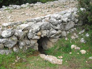 alcantarilla en calzada romana ubrique