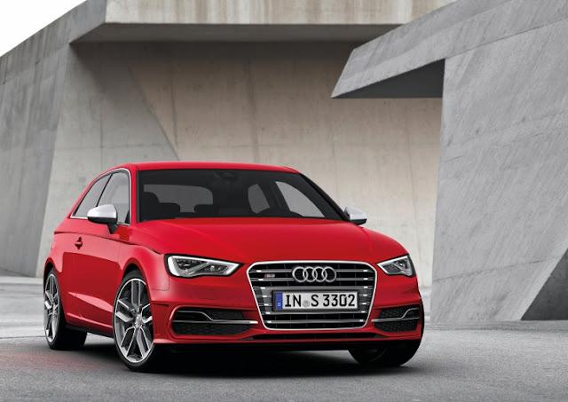 Audi S3 terza generazione, con il motore 2.0 TFSI da 300 CV, tre quarti anteriore