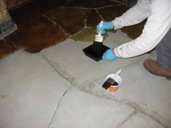 Покрытие цементного пола красителем