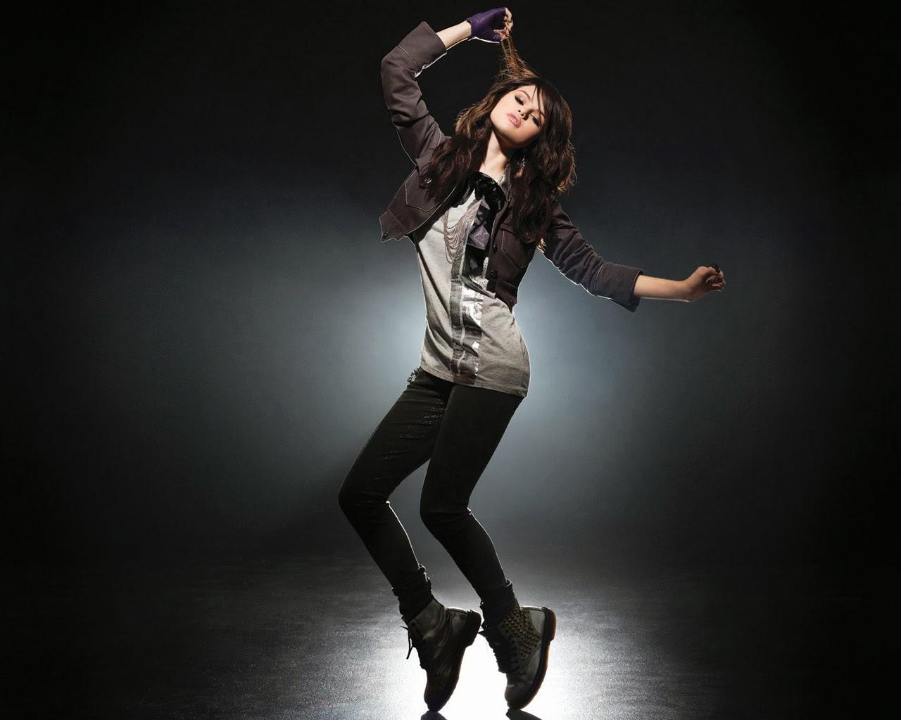 """<img src=""""http://4.bp.blogspot.com/-hI9uz5tz-UY/Ut09jkXC4iI/AAAAAAAAJTc/dKYBNvB036I/s1600/selena-gomez-in-dancing.jpg"""" alt=""""selena gomez dancing"""" />"""