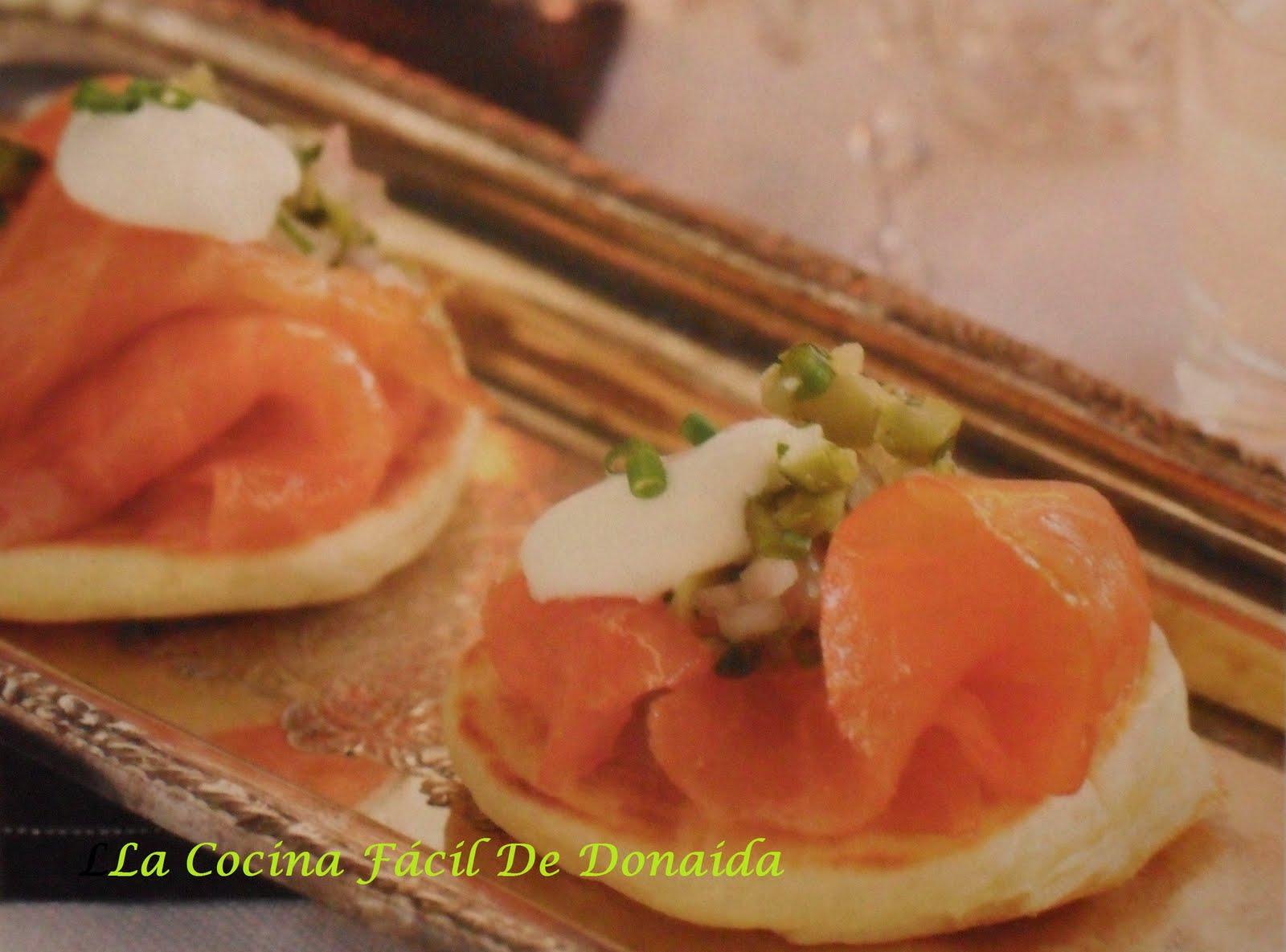 La cocina f cil de donaida canap s de salm n ahumado con for Canape de salmon ahumado